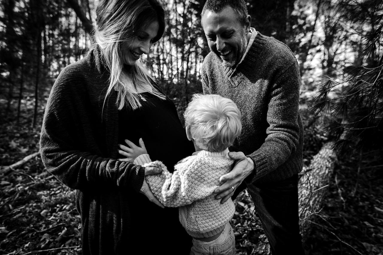 family-maternity-giggles