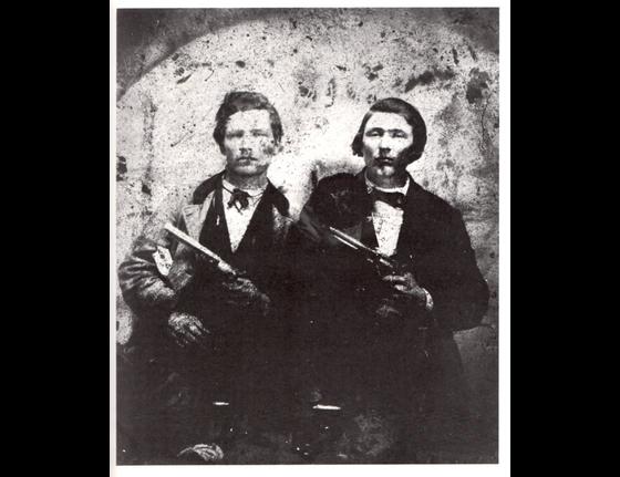 Frank-and-Jesse-James-pistols.jpg