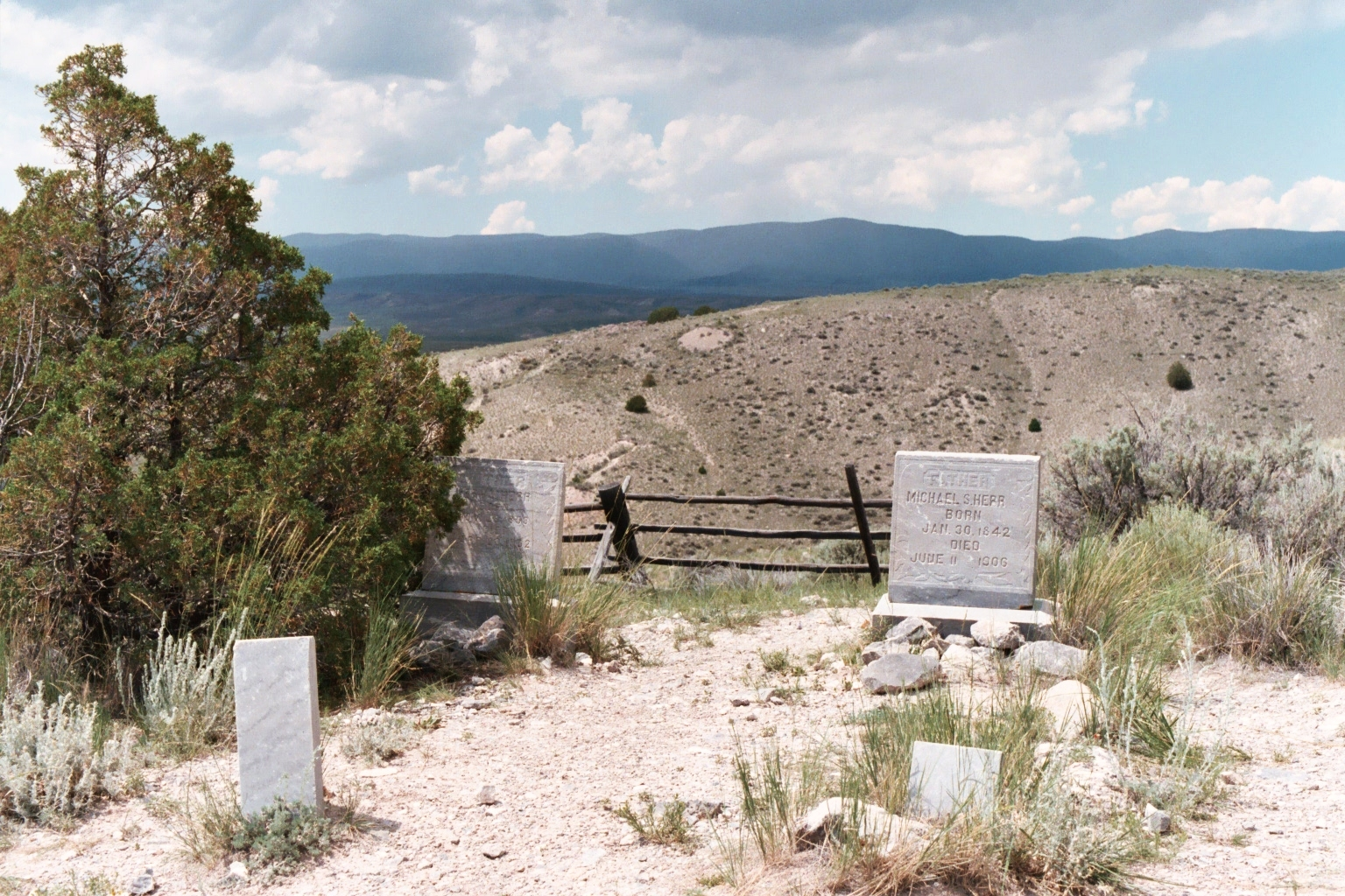 Bannack Boot Hill 4.JPG