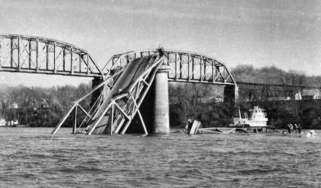 silver-bridge-collapse-point-pleasant.jpg