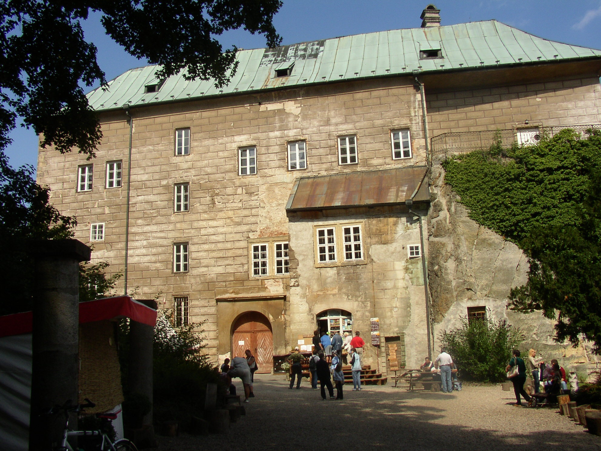 Front gate entrance to Houska Castle