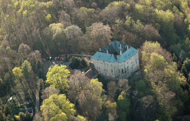 Aerial view of Houska Castle, photograph by  Michal Votápka