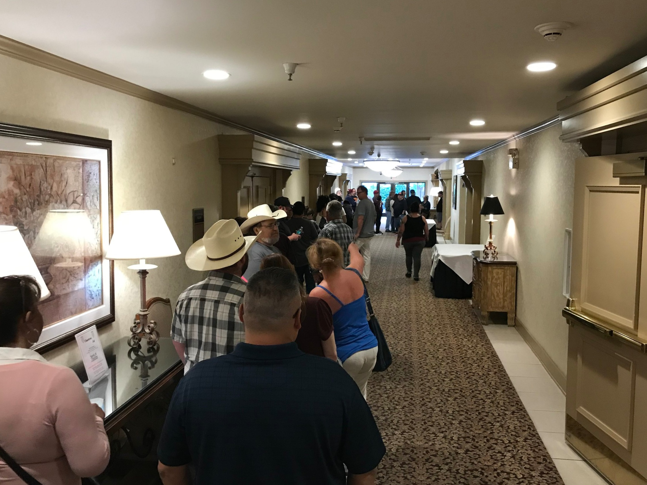 Eager folks lining up to hear Bob Gimlin's interview with host  Jeffrey Gonzales .