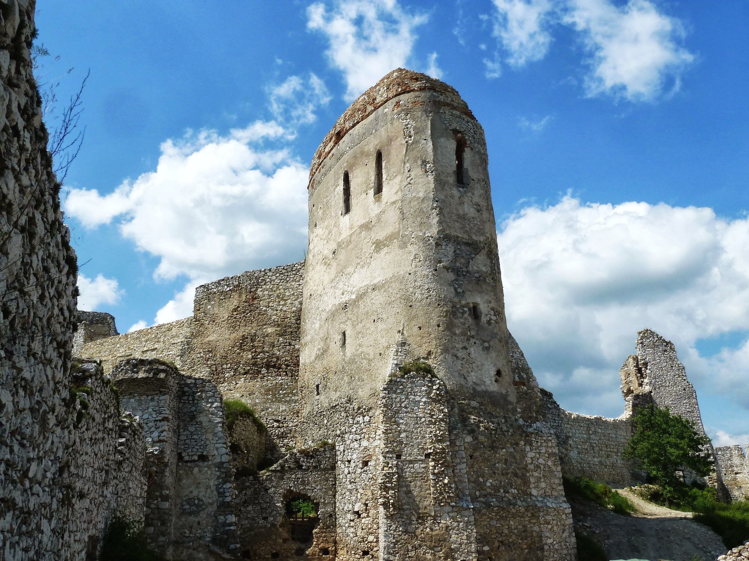 Main tower at Cachtice Castle, Slovakia.  Photo by  Jacomoman78  -  CC BY-SA 3.0