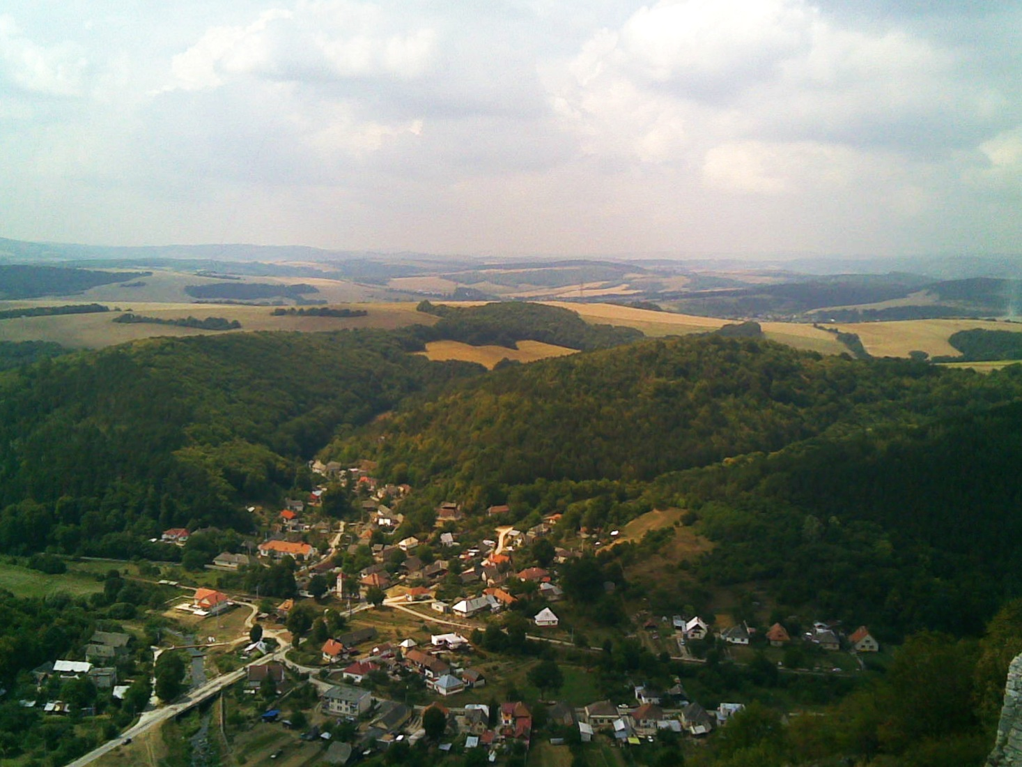 View of Višňové (Nové Mesto nad Váhom District) from Čachtice castle by   Pavel Ševela   (sevela.p) /  Wikimedia Commons.