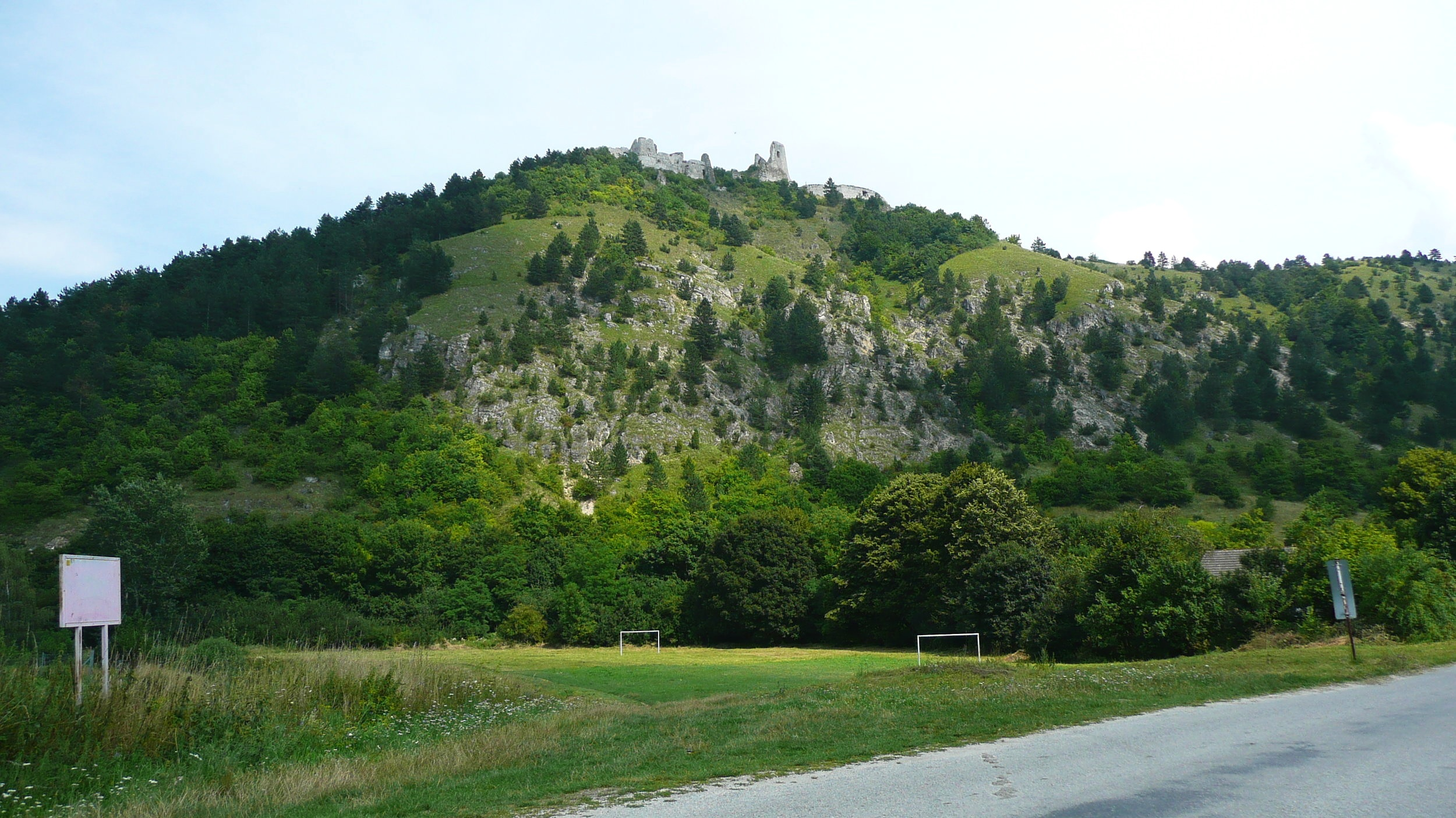 View of Čachtice castle from below, by  Orange.man  –  CC BY-SA 3.0