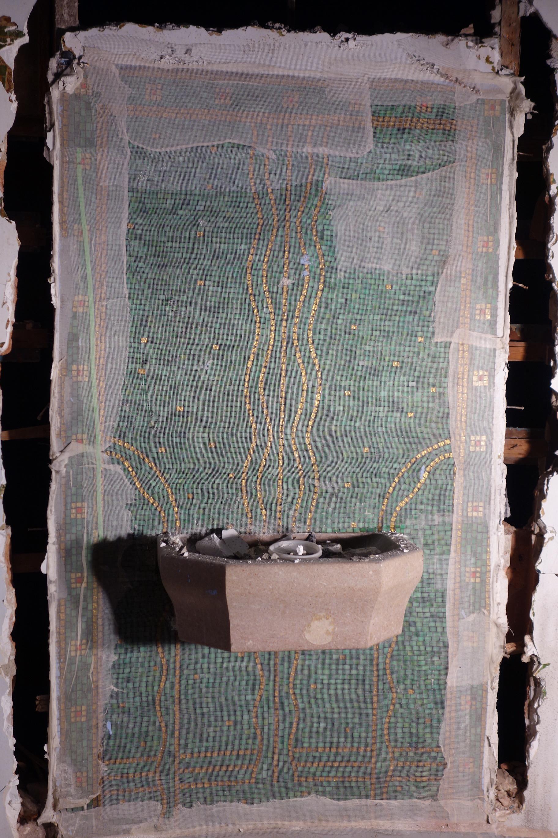Glass Mosaic Fountain - Deinstallation