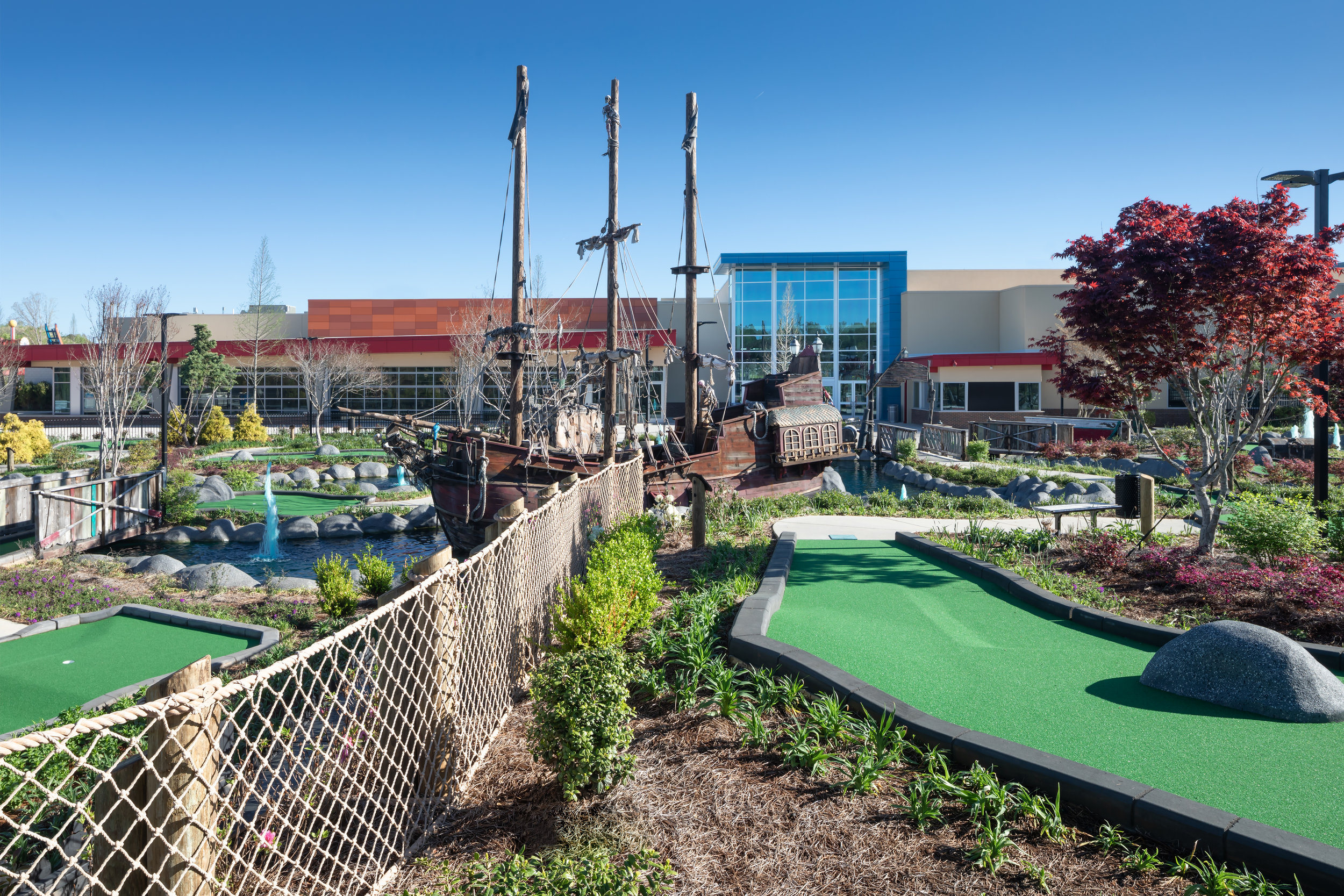 ADW-Entertainment-Frankie's-Fun-Park-Huntersville-NC-Exterior-Mini Golf 01.jpg