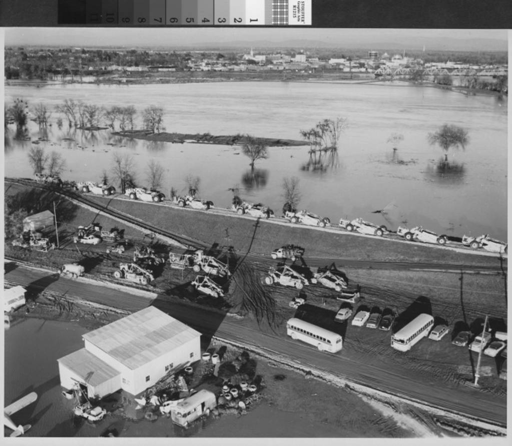 1955, Yuba City, Feather River Levee repair.jpg