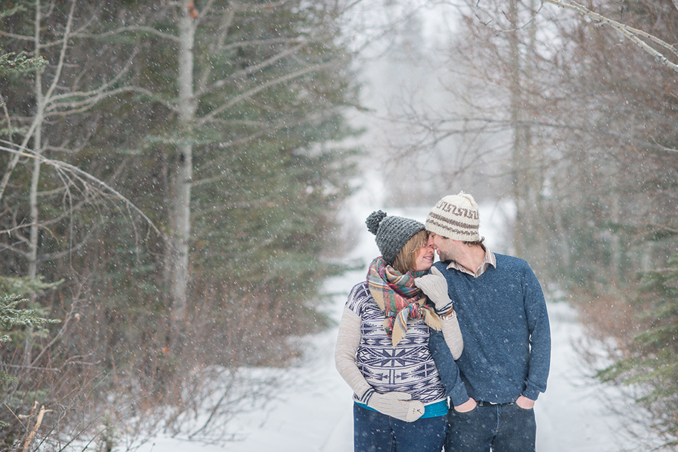 winter maternity photography in Canmore