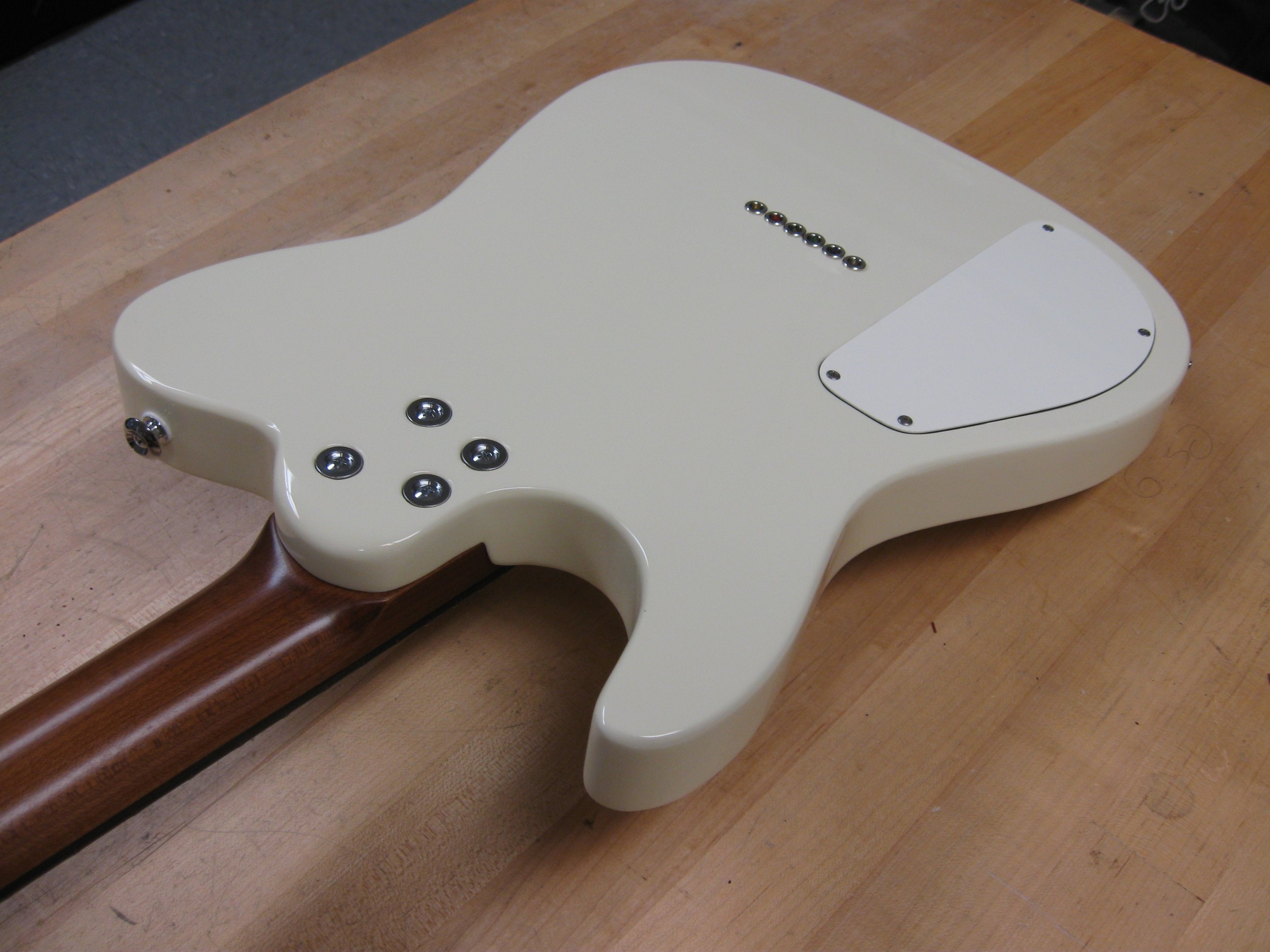 Rounded heel for easy fret access
