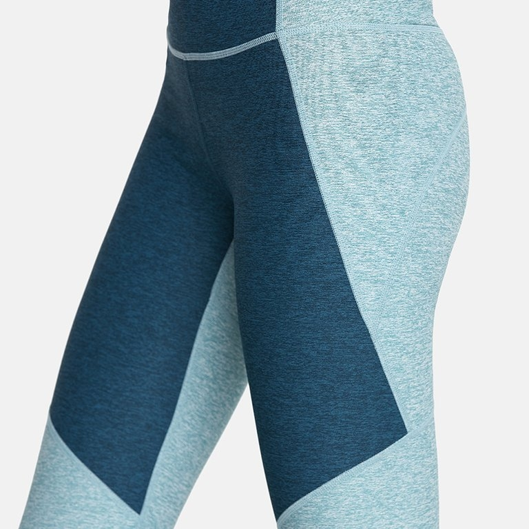 Don't let the blah weather limit you to black and grey leggings -- spice it up with this amazing two-tone pair from Outdoor Voices.     Grab 'em  here .