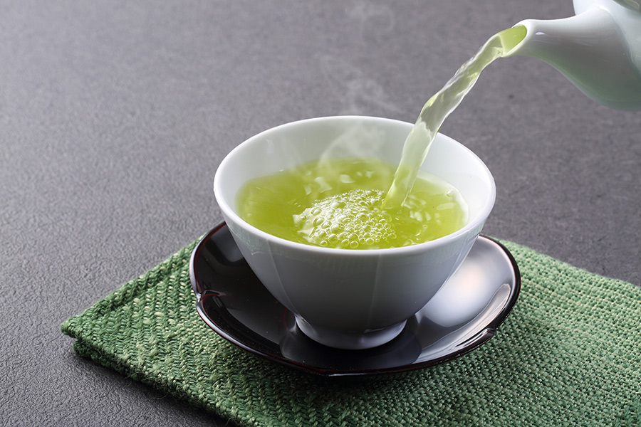 Green Tea   Not to get all kumbaya on you, but start sipping a few cups of green tea daily to stay hydrated, prevent cancer and reduce your risk of heart disease too!   The super-nutrient contained in green tea?  Flavonoids!  Flavonoids are a type of antioxidant -- something that reduces oxidative damage to cells -- that protect your body from chronic diseases and help reduce inflammation. Start sipping one cup of tea steeped for 3-5 minutes with a squeeze of lemon daily to start reaping the benefits of this super-drink ASAP!