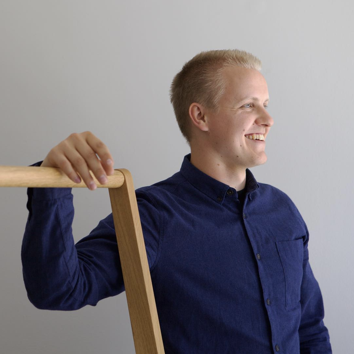 August 2018  Nikari x KFive+Kinnarps   A KFive+Kinnarps Designer Wins Young Designer of the Year 2018   Congratulations Antrei Hartikainen! Antrei is a young Finnish master cabinetmaker living in Fiskars. His work combines traditional carpentry techniques with modern designs. In 2015 he designed the Skandinavia Coat Rack for Nikari.