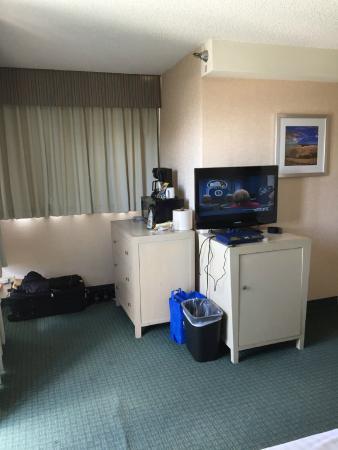 """""""Hotel needs TLC""""- wendyharris61 july 2016"""