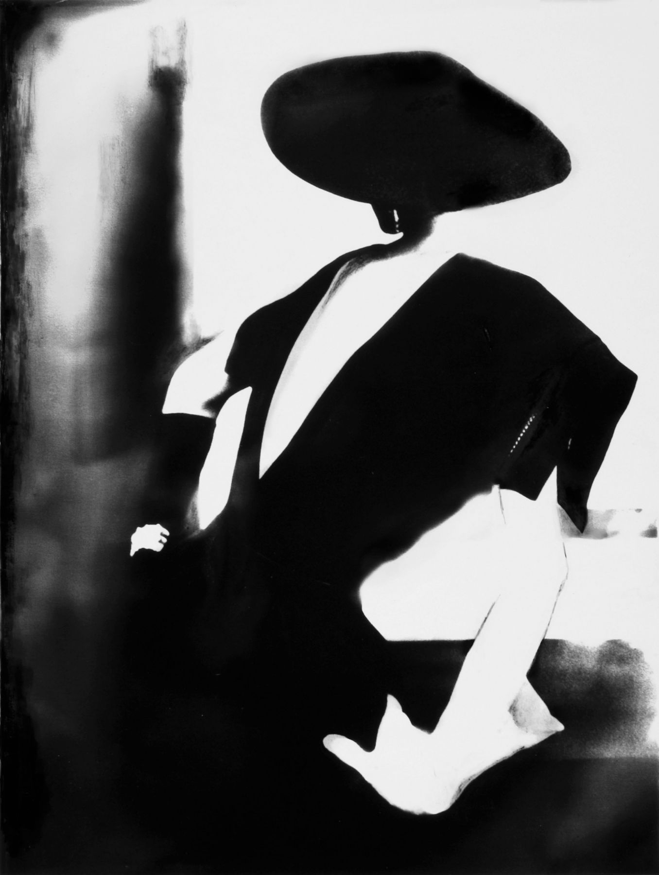 "Lillian Bassman, ""Black with one white glove, Barbara Mullen, dress by Christian Dior, New York, Harper's Bazaar"", 1950 © Lillian Bassman Estate / Courtesy of Edwynn Houk Gallery"