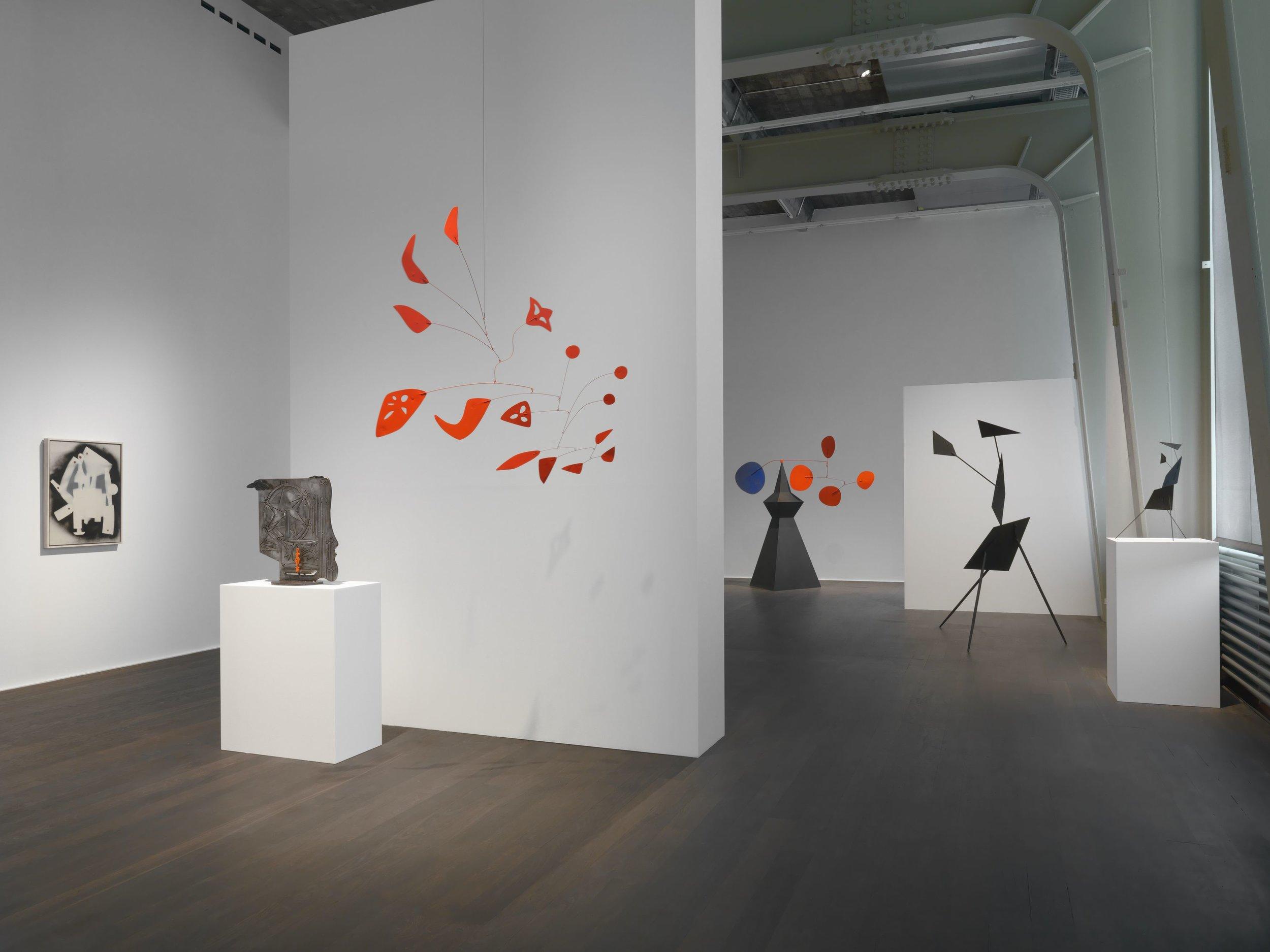 Exhibition view, Alexander Calder / David Smith, Hauser & Wirth, Zürich, 2017 © Calder Foundation, New York / 2017, ProLitteris, Zurich & The Estate of David Smith, Courtesy of Hauser & Wirth Photo: Genevieve Hanson