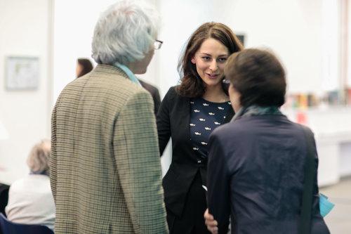 Sofia Sokolov (center) during a tour in Munich