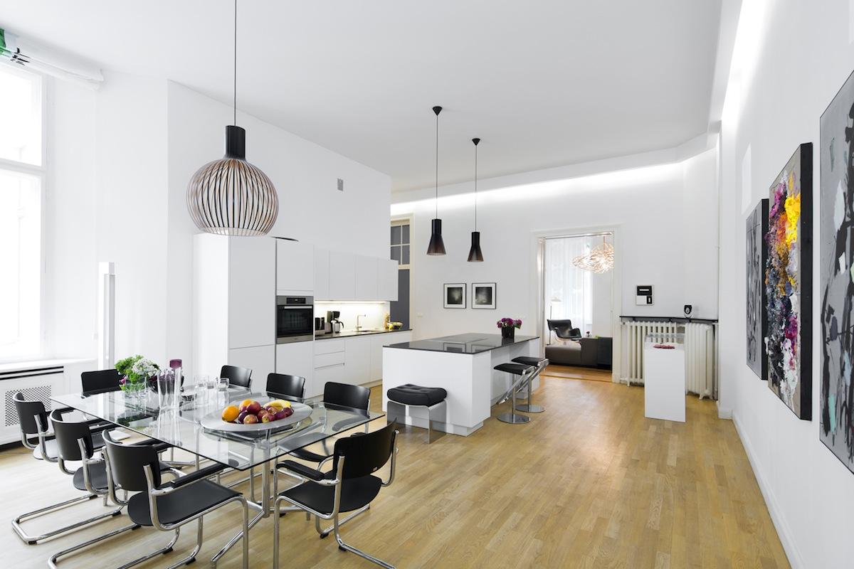 Privates Apartment |Werke ausder MiettinenCollection(Albert Oehlen, Björn Dahlem, Andrè Butzer, Aurora Reinhard, Secundino Hernàndez), Foto: Elena Panouli