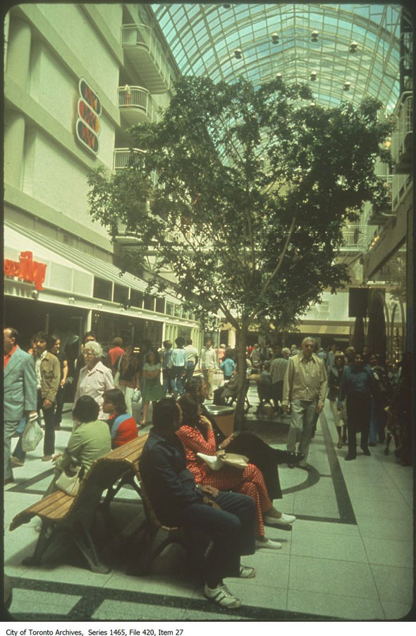 20140917-Eaton-Centre-Shoppers.jpg