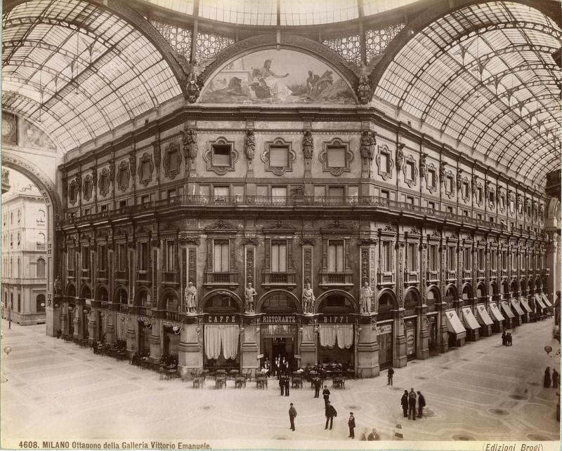 Brogi,_Giacomo_(1822-1881)_-_n._4608_-_Milano_-_Ottagono_della_Galleria_Vittorio_Emanuele_ca._1880.jpg