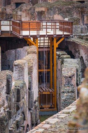wooden-elevator-to-transport.jpg