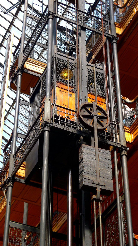 Bradbury Building 01.jpg