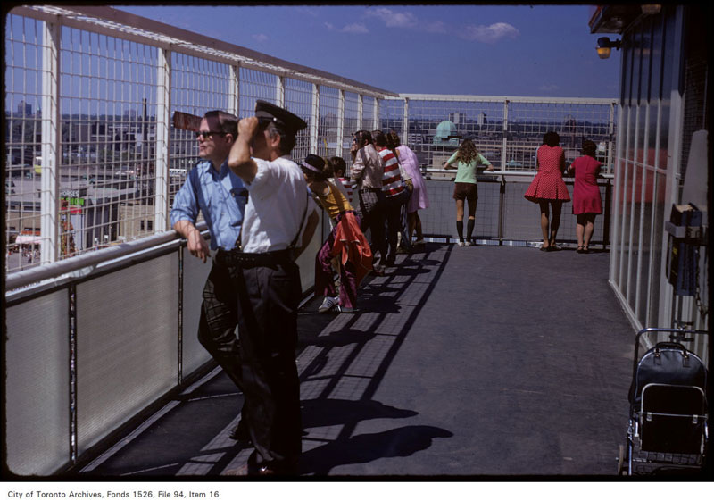 The Shell Oil Tower was one of the first modern observation decks in Toronto. It predated similar features at TD Centre, Commerce Court, and the CN Tower. Image: City of Toronto Archives.
