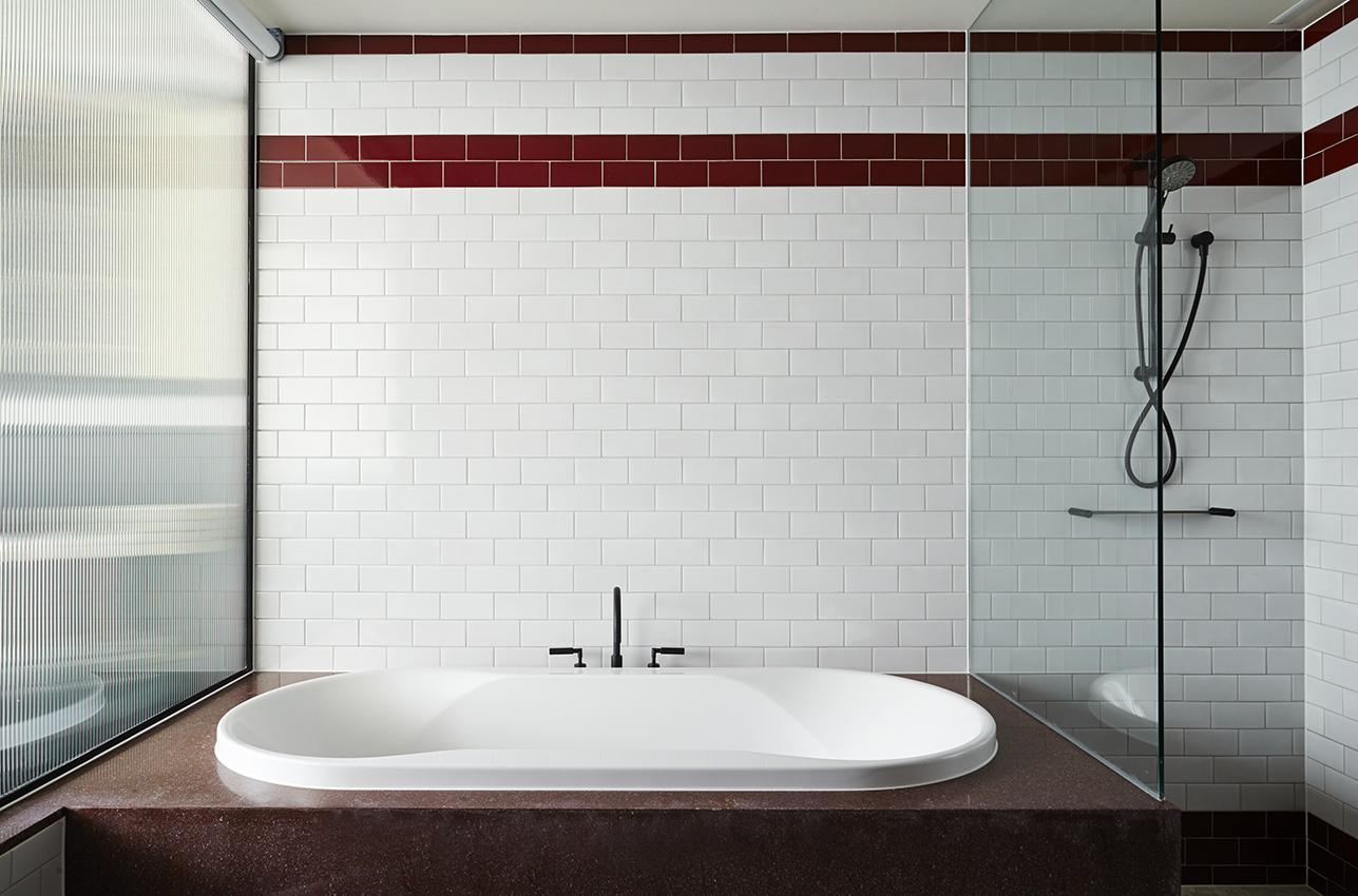 Deluxe Suite - Bath.jpg
