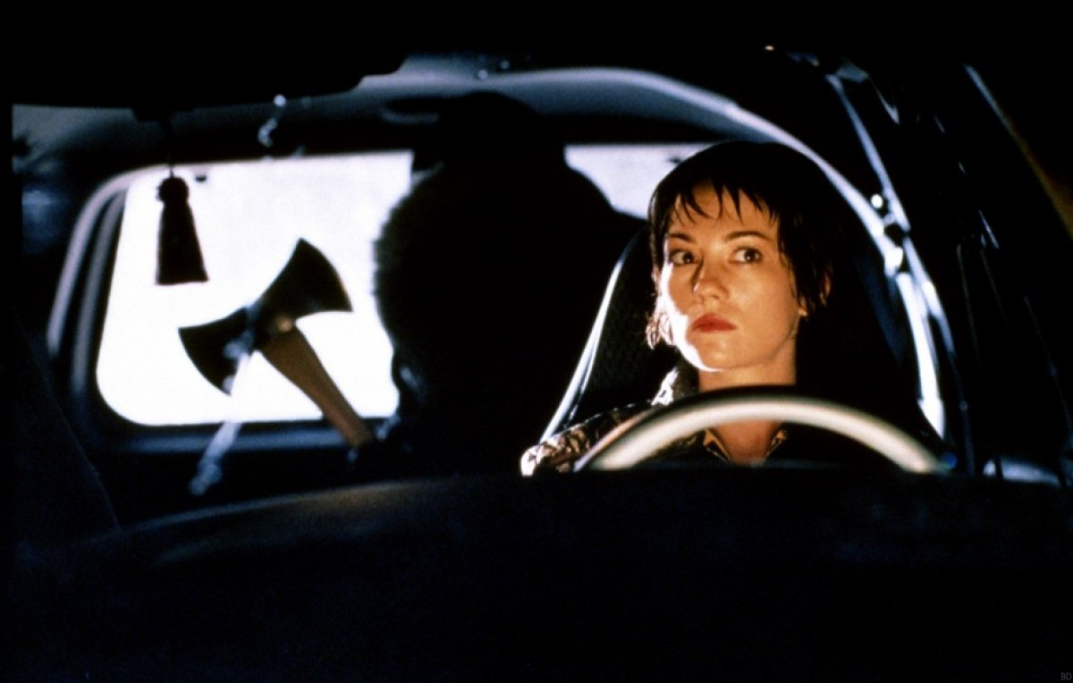 Urban Legend  employs the classic teen story of the man in the backseat