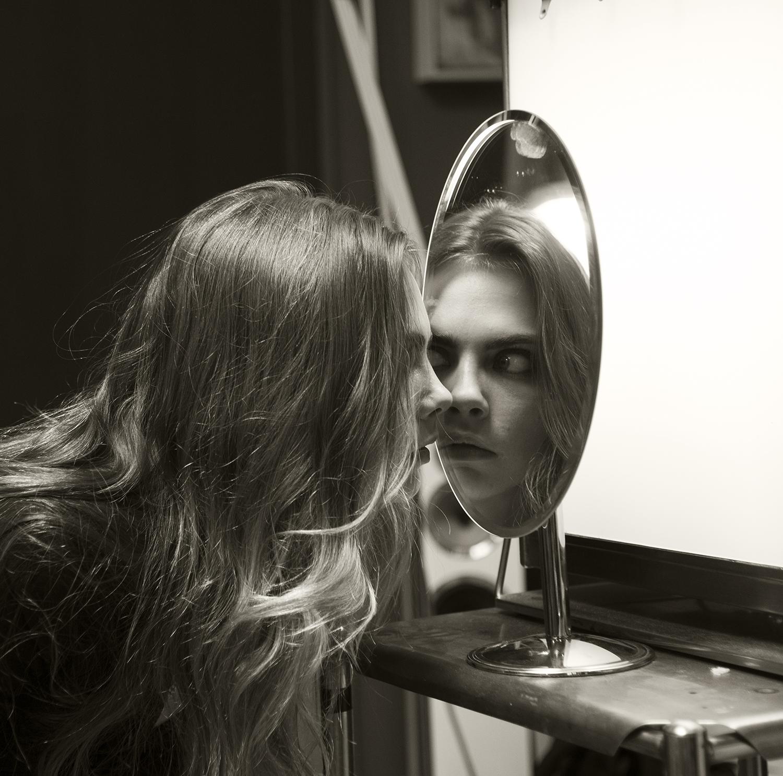 p104 Cara with mirror.jpg