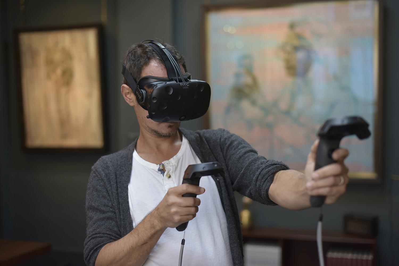 Jonathan Yeo using Google's Tilt Brush.jpg