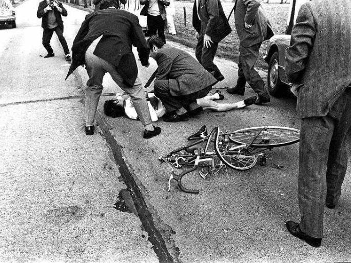 100 km - JEMPI MONSERÉ - GROEPEN < > 15We eren onze helden. Elk jaar rijden we rond 15 maart naar de plaats in Gierle waar Jempi Monseré in 1971 verongelukte. Een klassieker in wording? Nee, dat is het al! Foto's