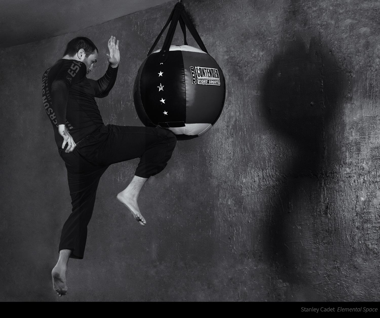 flyingknee_.jpg