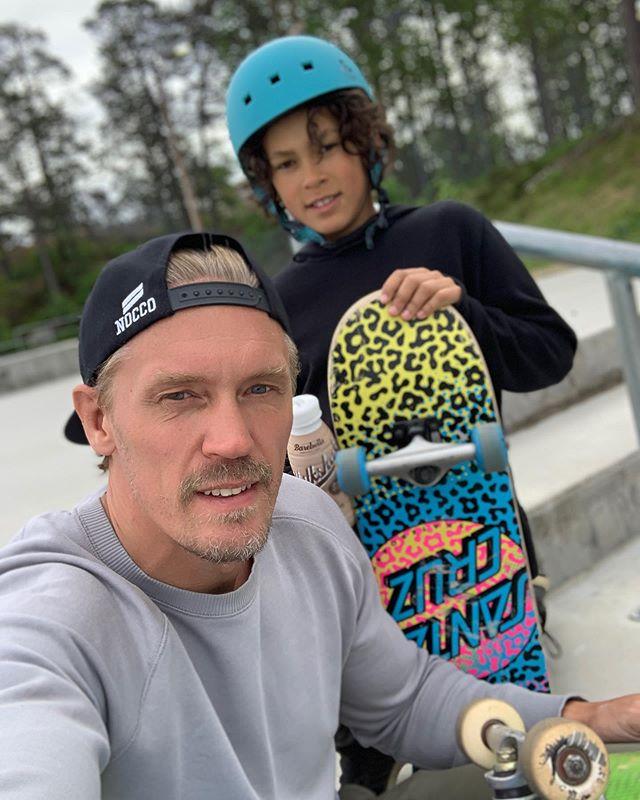 Tillbaka till ungdomsåren och så klart 90-talet #skateboard #nocco