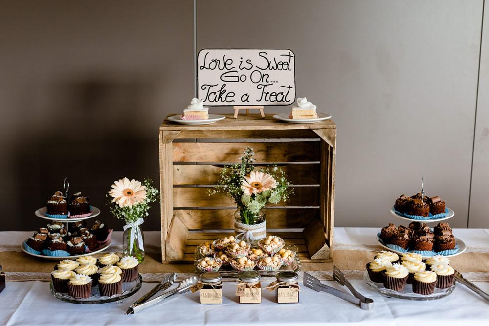 Love is sweet_Pryors+Hayes+Cheshire+Wedding+Photographer-082.jpg