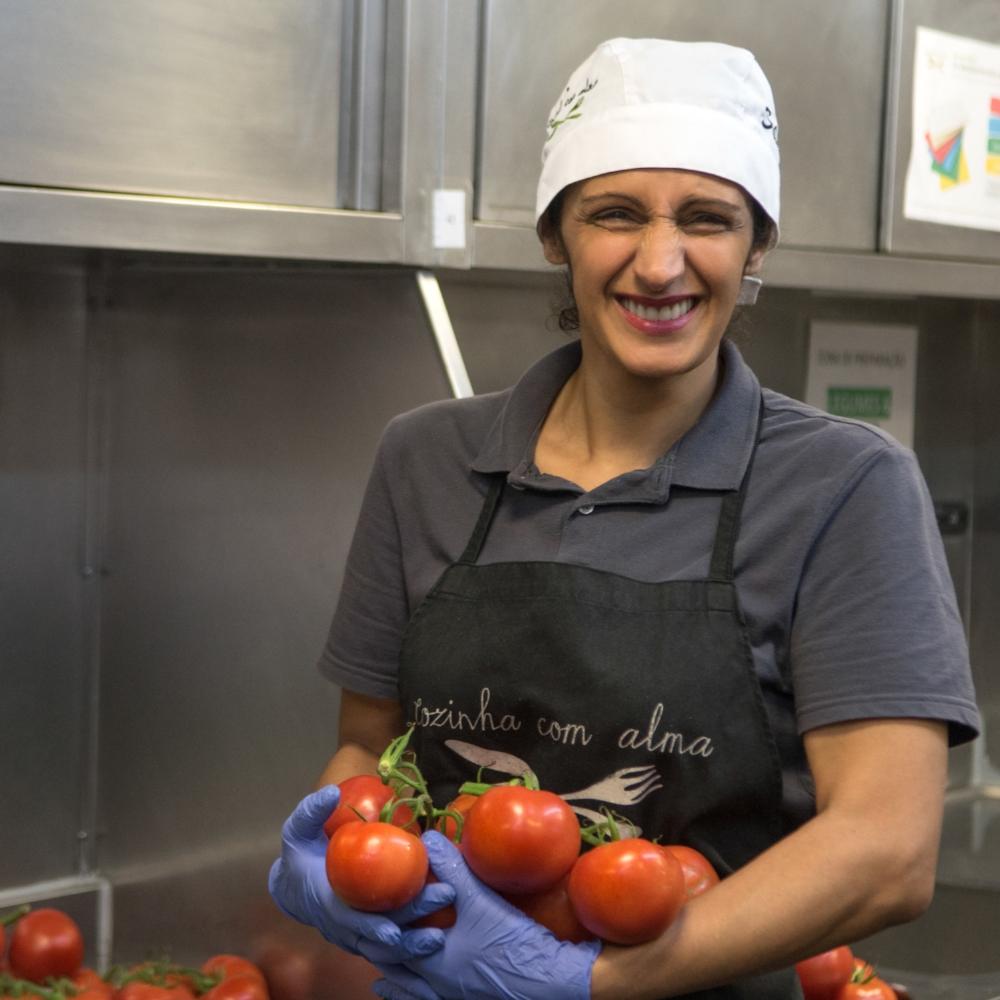 Salma Almeida   A Salma é a nossa  Ajudante de Cozinha  e tem vindo a distinguir-se pela calma e o cuidado com que executa todas as suas tarefas.