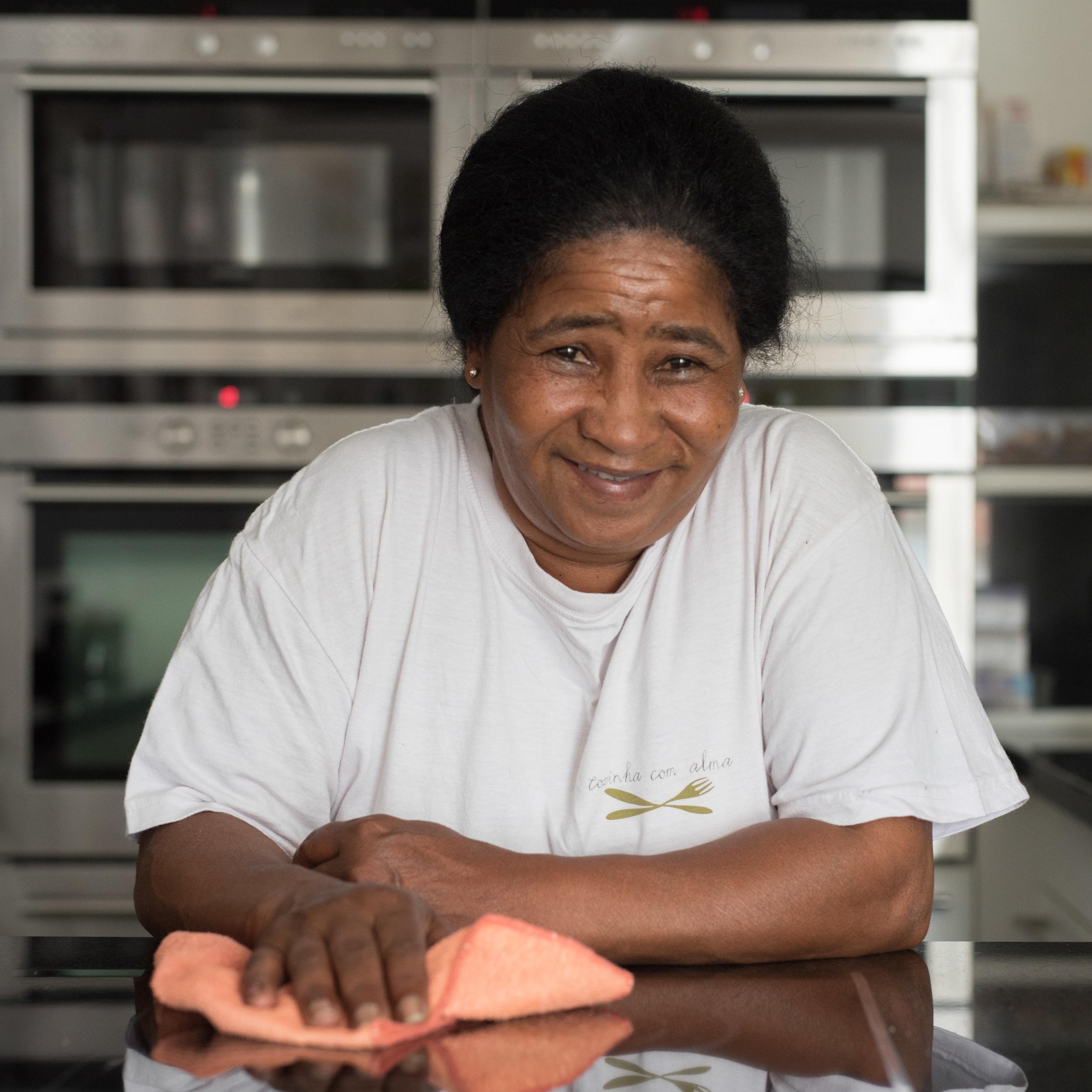 """Jandira Castro   A Jandira, nossa  Empregada da Limpeza , mantém diariamente as nossas instalações da loja e da cozinha """"num brinco""""."""