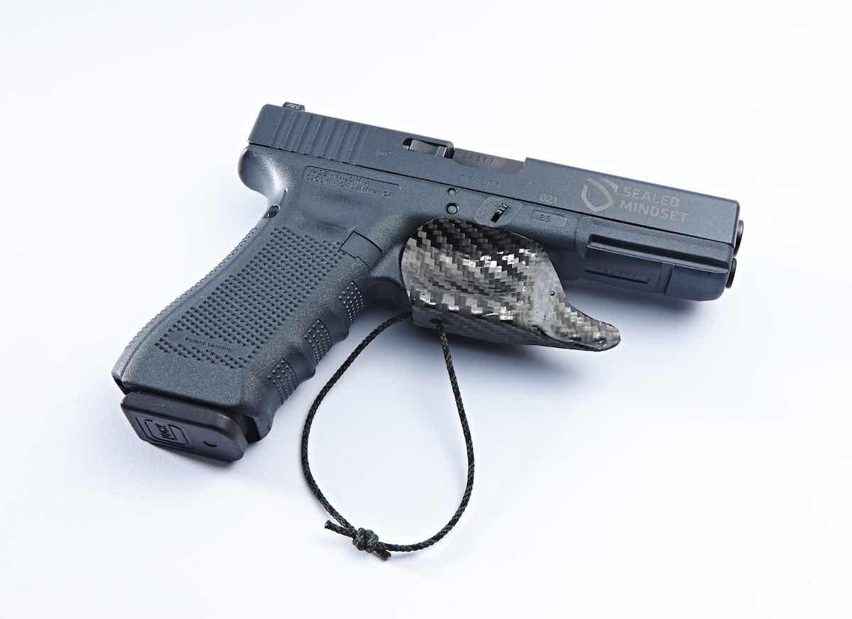 SM ConSeal Holster_On Glock_V1_013.jpg