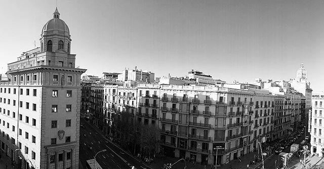 Barcelona black and white #architecturephotography #barcelona #blackandwhite #callepalayo #bcn #balconybcn