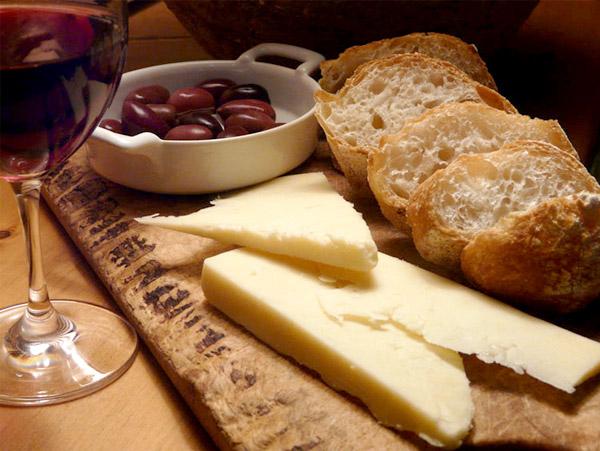 formaggio-pane-vino.jpg