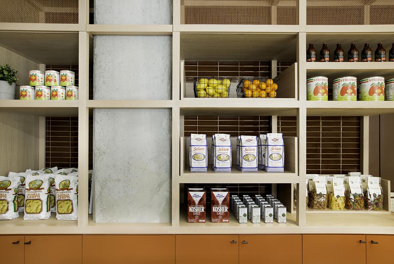 3_fleets-food-retail-display-detail.jpg