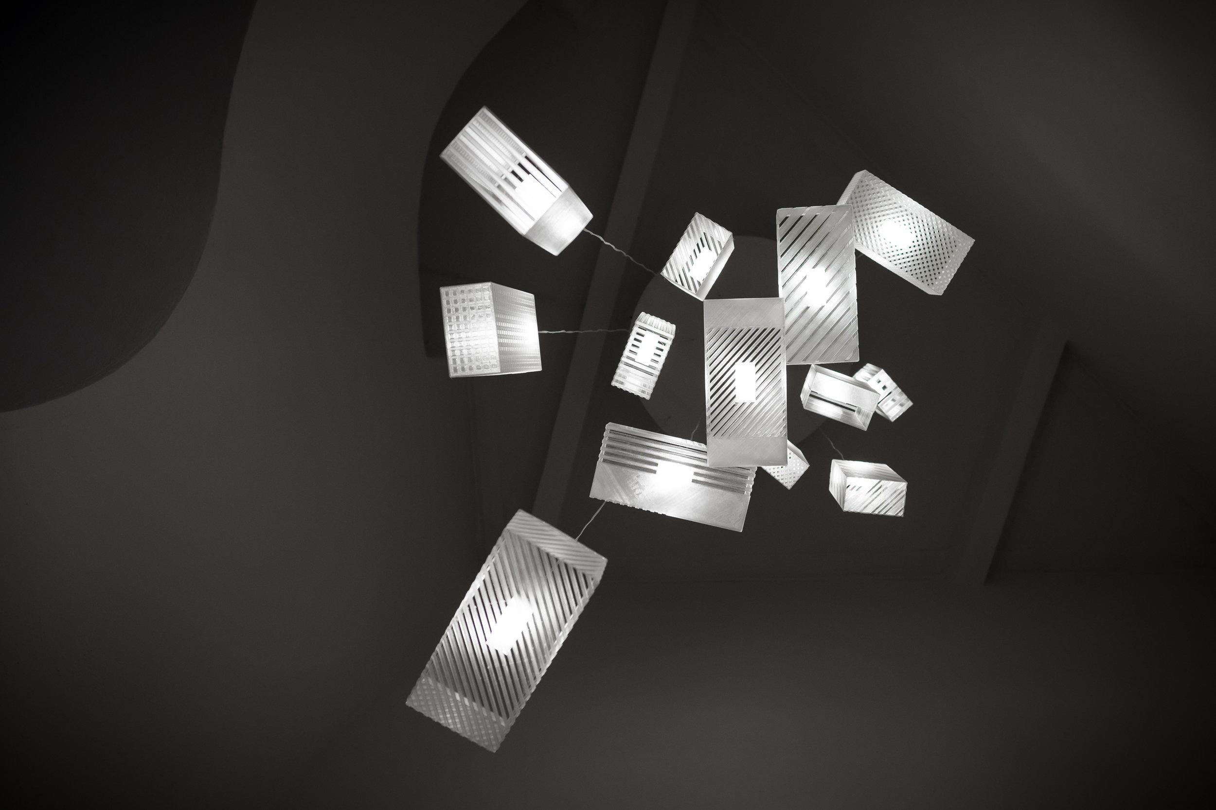 lustr-4717-2.jpg
