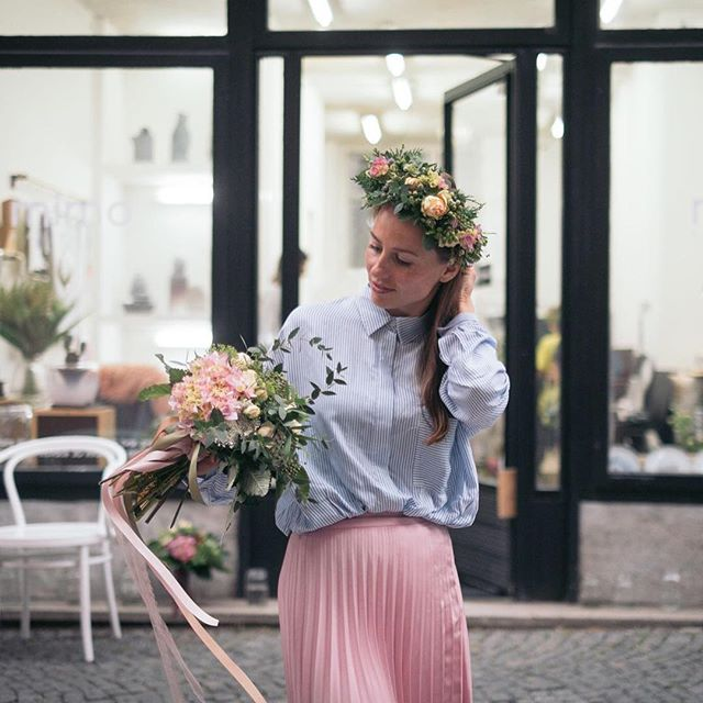 Z včerejšího workshopu s @p.odbel!  Ateliér plný květin, pugétů a věnečků...fotil náš architekt Ondra #mimokolektiv #ztracena32 #flowerpower #flowerbouquet #kvetinovaradost
