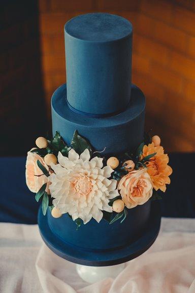 Contemporary Wedding Cake Design   Manchester Cheshire & Liverpool