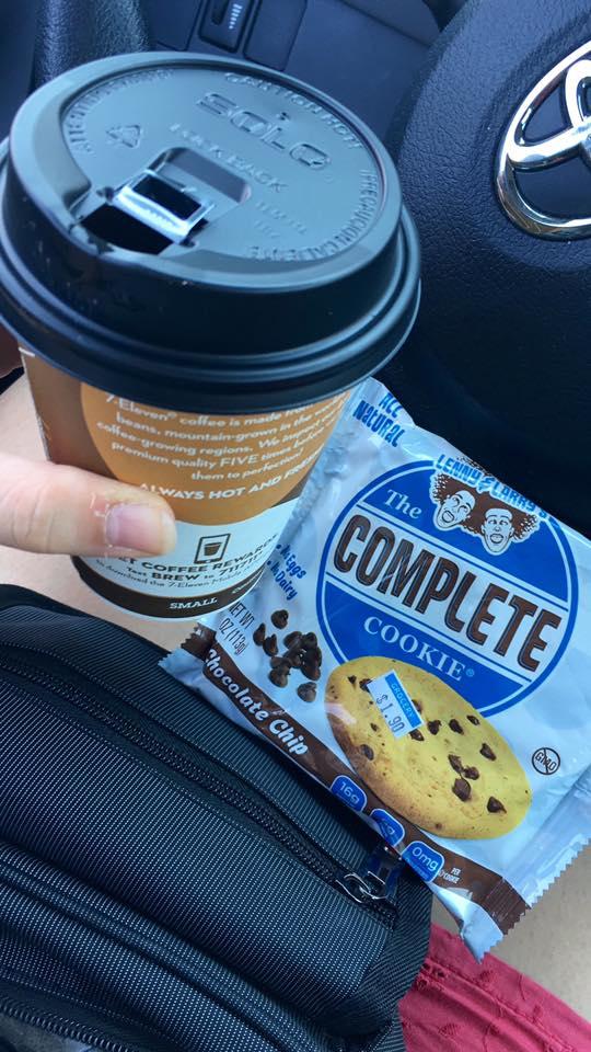 2 - Una colazione con caffè lungo e super biscotto senza latte, uova, glutine, soia, ecc. Nella lista ingredienti era addirittura citato il ferro.
