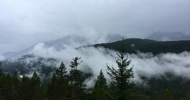 Attraverso la tempesta. Attraverso le nuvole. Tutto è sotto sopra. Tutto è difficile. ☁️ #seatoskyhighway #squamish #vancouver #whistler #seatosky #britishcolumbia #explorebc #canada #nature #travel #mountains #beautifulbc #whistlerblackcomb #exploresquamish #squamishadventure #squamishisawesome #roadtrip #squamishlife #hike #squamishclimbing #squamishbc #whistlerbikepark #explorecanada #squamishbouldering #hiking #beautifulbritishcolumbia