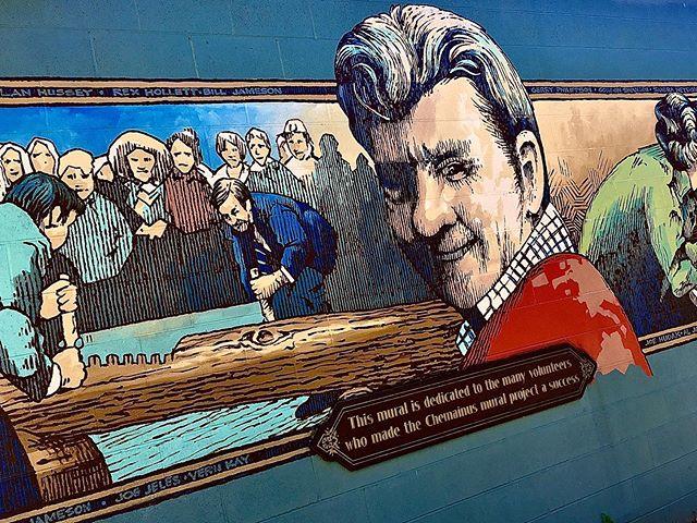 Un piccolo e molto pittoresco villaggio di Vancouver Island, fatto di murales tutt'altro che underground.  #chemainus #shawniganlake #vancouverisland #vanisle #explorebc #hellobc #tourismbc #chemainusbc #tourismchemainus #victoria #Chemainus #mammamia #instagood #canada #britishcolumbia #bcisbeautiful #victoriabc #murales #streetart #art #graffiti #mural #arte #arteurbano #muralesart #artwork #streetartphotography #colors #wallpainting #streetarteverywhere