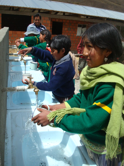 2010 09 Condoriri - School Wash Station in Use - project complted by SJ.jpg