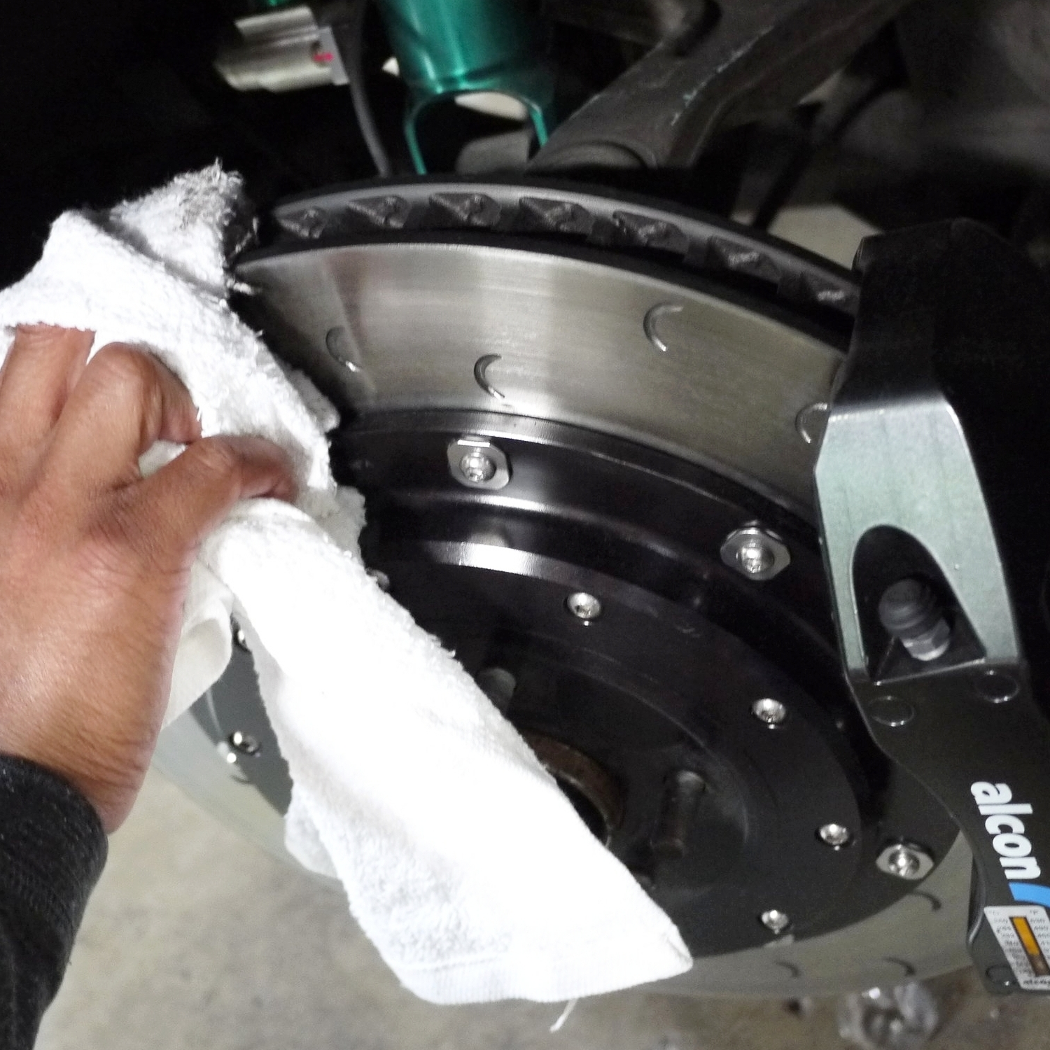 STEP 1 - Please use a clean rag and brake cleaner toclean the applied brake disc surfaces free of contaminants and other dirt. Contaminated surfaces may not allow the temperature paint to oxidize at the right temperatures which may lead to false information.